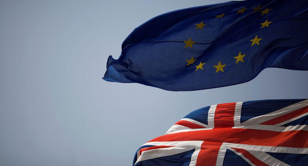 Drapeaux du Royaume-Uni et de l'UE (image d'illustration)