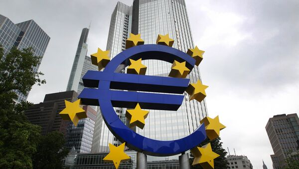 The Euro logo is pictured in front of the former headquarter of the European Central Bank (ECB) in Frankfurt am Main, western Germany, on July 20, 2015 - Sputnik France