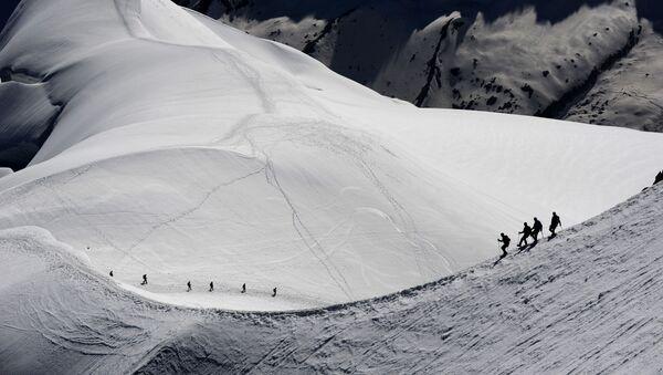 Альпинисты в окрестностях горы Монблан во французских Альпах - Sputnik France