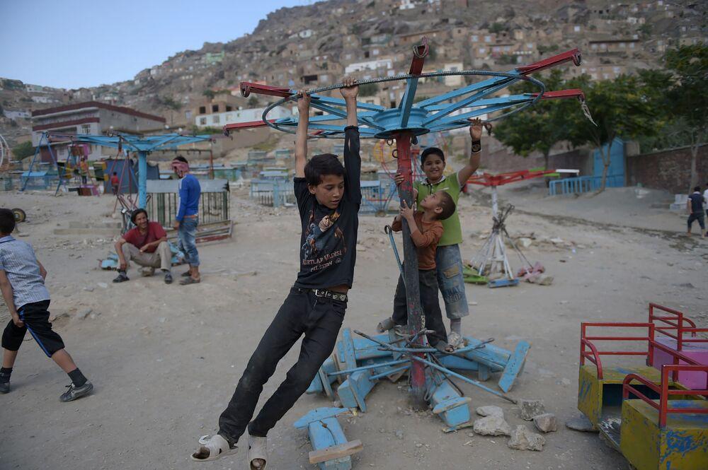 Des enfants jouant à Kaboul, en Afghanistan