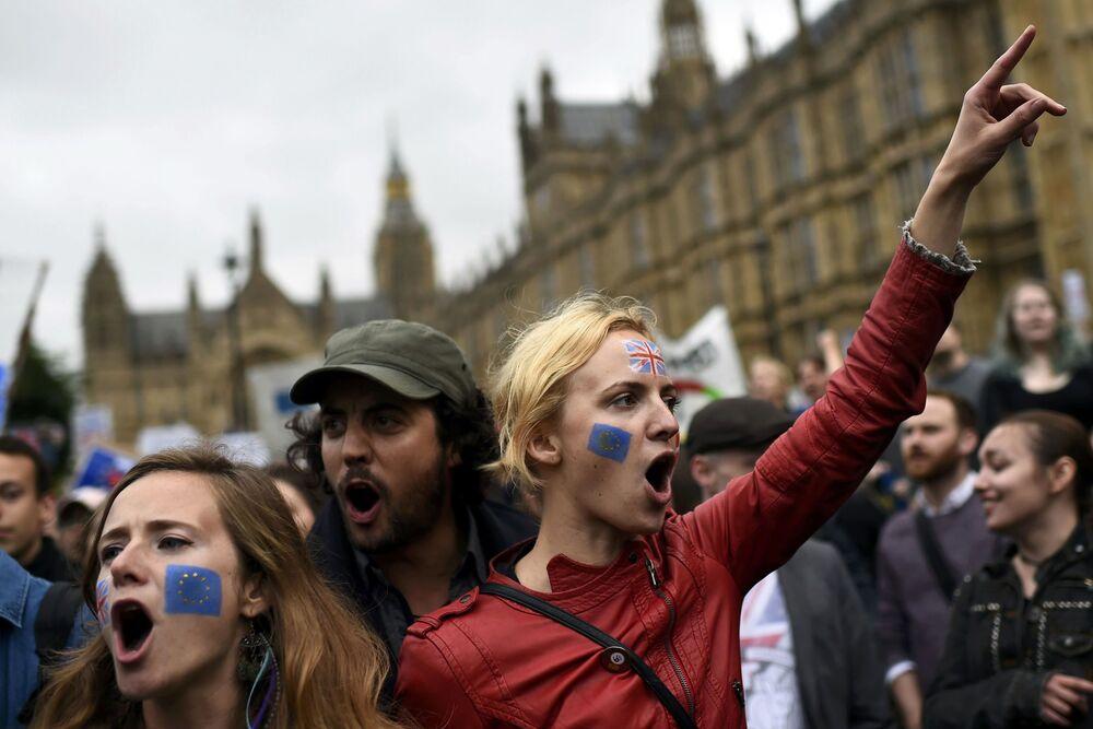 Des manifestants qui soutiennent l'appartenance du Royaume-Uni à l'UE à Londres