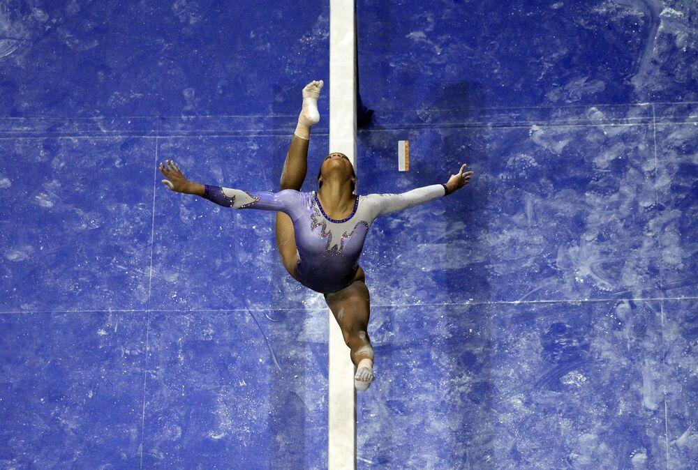 La gymnaste Gabrielle Douglas lors du championnat des Etats-Unis à Saint-Louis