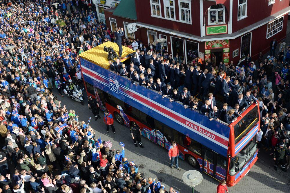 Les footballeurs de l'équipe d'Islande à la rencontre de leur public après l'Euro 2016.