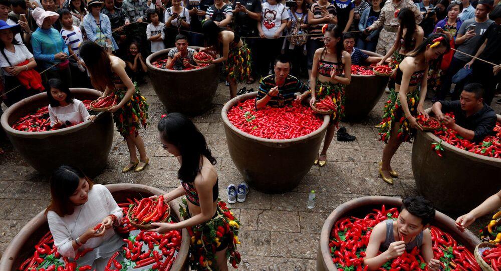 Un concours de mangeurs de piment en Chine