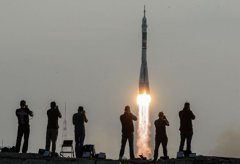 Le lancement du vaisseau piloté Soyouz MC qui va acheminer les membres d'équipage vers l'ISS, le 6 juillet 2016