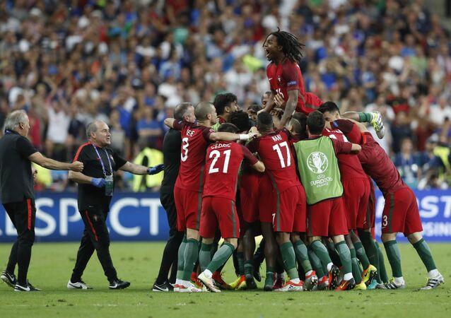 Pour la première fois depuis toute l'histoire du football, les Portugais ont remporté la Finale de l'Euro 2016.