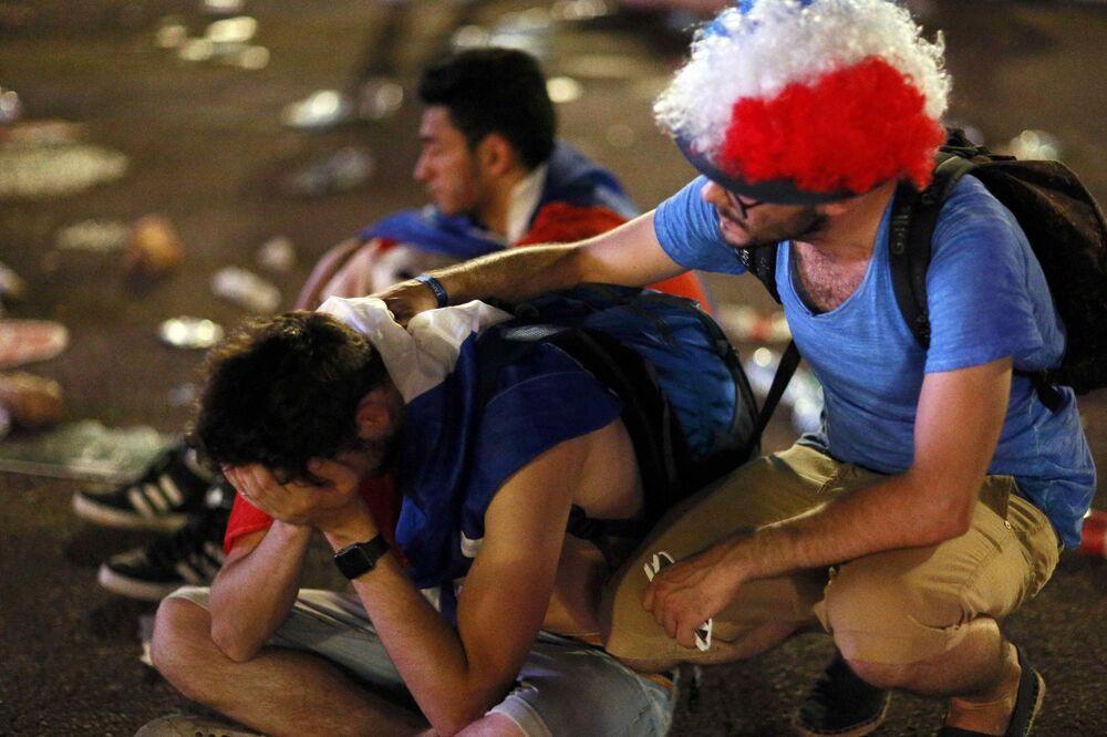 Les supporteurs de l'équipe de France après le match.
