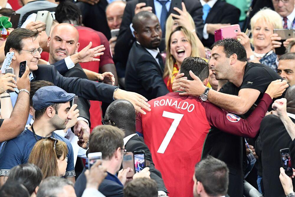 Le footballeur portugais Cristiano Ronaldo après le match final France-Portugal.