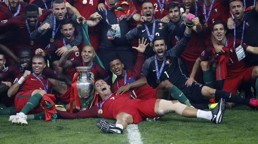 Les joueurs de l'équipe du Portugal après la victoire dans l'Euro-2016.