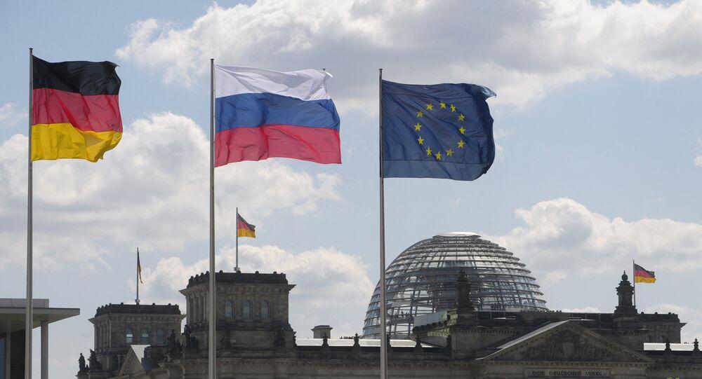 Drapeaux de l'Allemagne, de la Russie et de l'UE