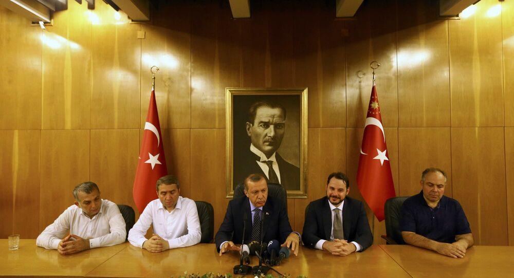 Le président turc Erdogan lors d'une conférence de presse consacrée à la tentative de putsch