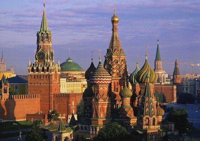 La cathédrale Saint-Basile sur la place Rouge du Kremlin de Moscou