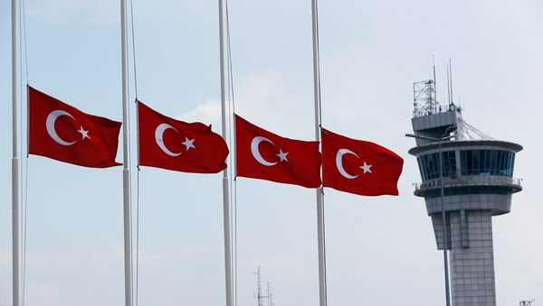 Turkish flags, with the control tower in the background, fly at half mast at the country's largest airport, Istanbul Ataturk, following yesterday's blast in Istanbul - Sputnik France