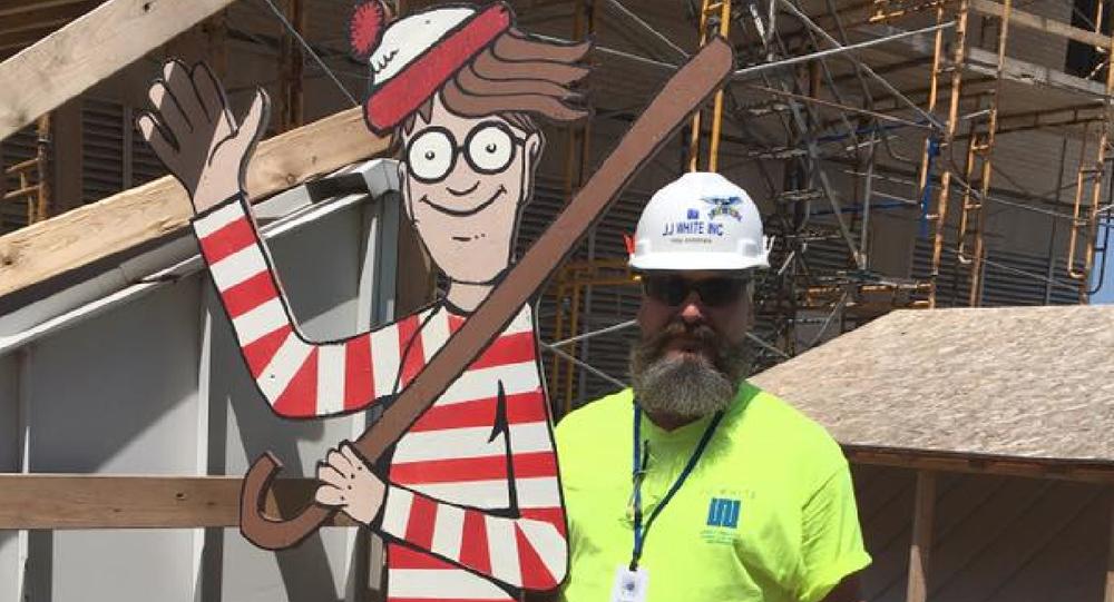 une copie en bois de Waldo