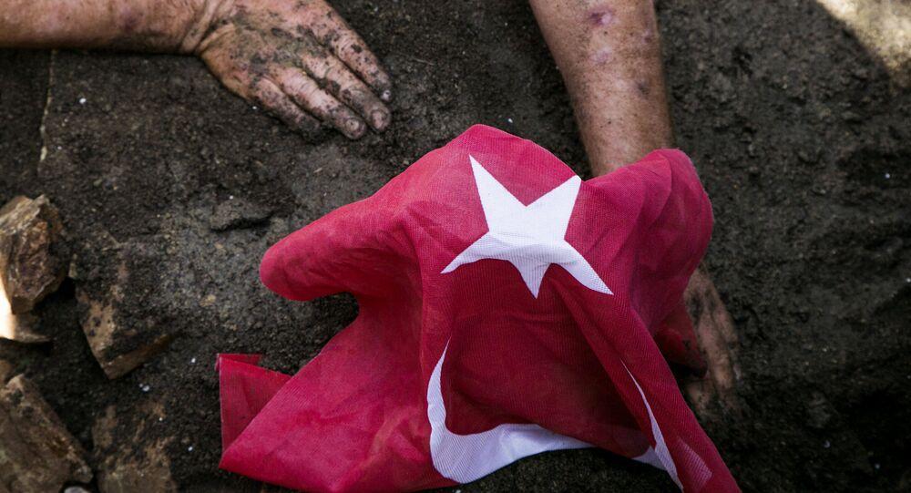 Funérailles d'une victime tuée pendant la tentative de coup d'Etat en Turquie
