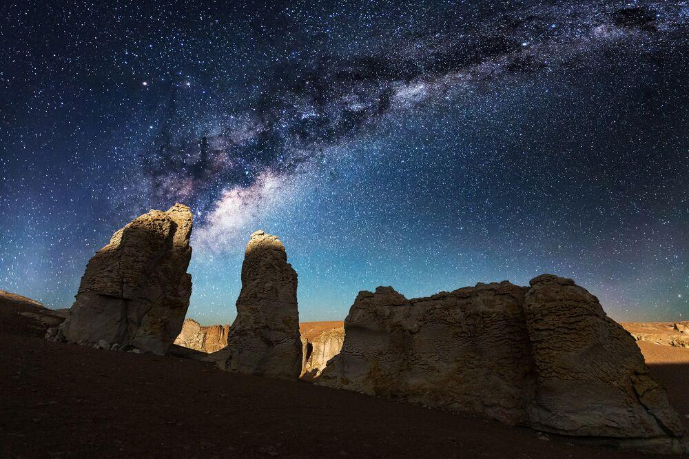 La nuit à Salar de Tara dans le désert d'Atacama, au Chile.