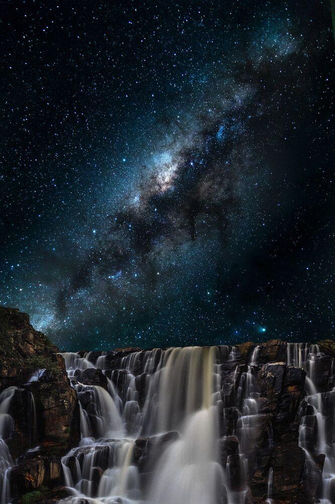 Une photo nocturne faite à Corumbá de Goiás, au Brésil.