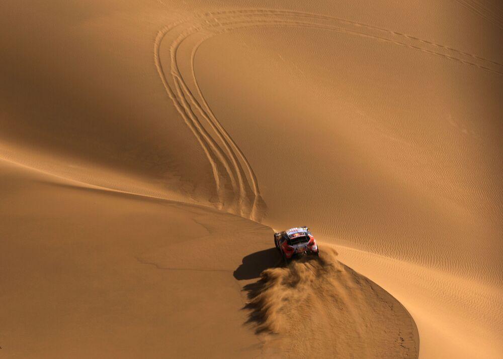 L'une des étapes du Rallye de La route de la soie qui se déroule dans le désert de Gobi