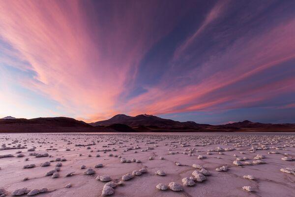 Un lever de Soleil dans la lagune Tuyajto dans le désert d'Atacama au Chili. - Sputnik France