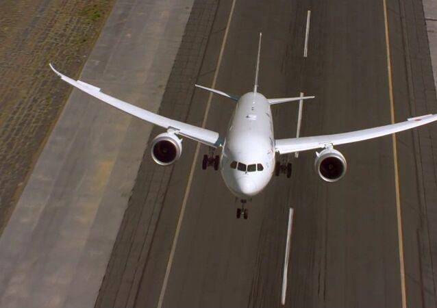 Dreamliner de Boeing effectue un décollage vertical