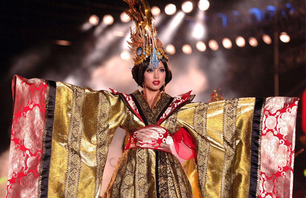 Zhang Zilin est devenue la première Chinoise à être élue Miss Monde. Elle a été titrée en 2007