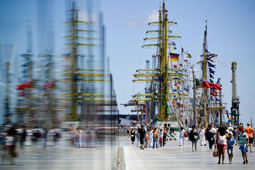 Une  course internationale de voiliers écoles a débuté en Belgique.  Son itinéraire passe par  Anvers, Lisbon et Cadix.