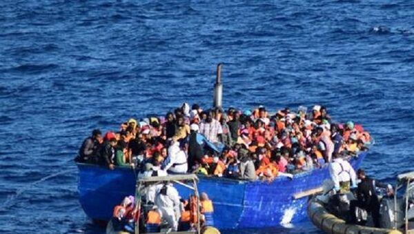Opération de sauvetage de migrants dans le canal de Sicile - Sputnik France