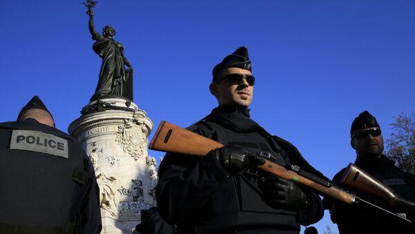 La police saisit sa bagnole, le met en prison et… lui colle des PV - Sputnik France