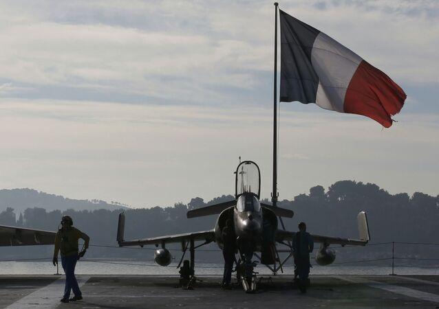 Le drapeau français sur le chasseur Rafale