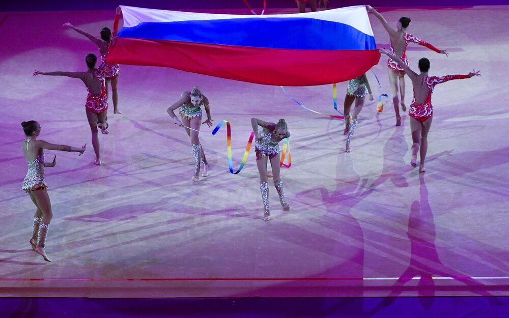Les sportives de l'équipe russe se produisent lors du gala du Grand prix de Moscou de gymnastique rythmique, le 21 février 2016