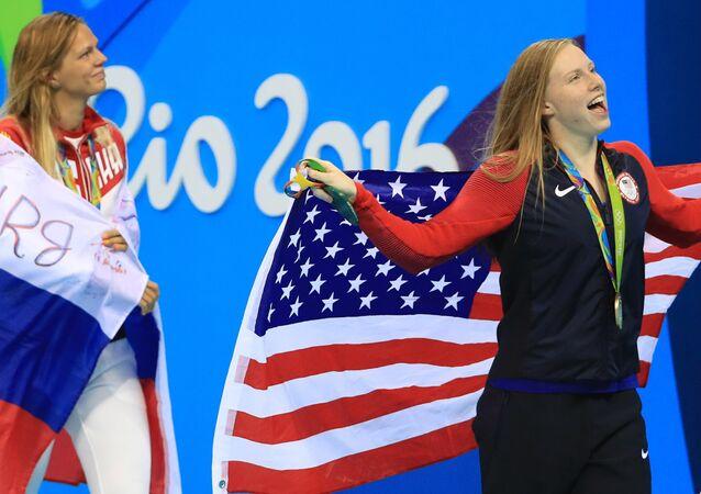 Les nageuses Lilly King, Yulia Efimova