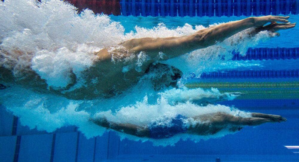 Les athlètes sur le 100m nage libre.