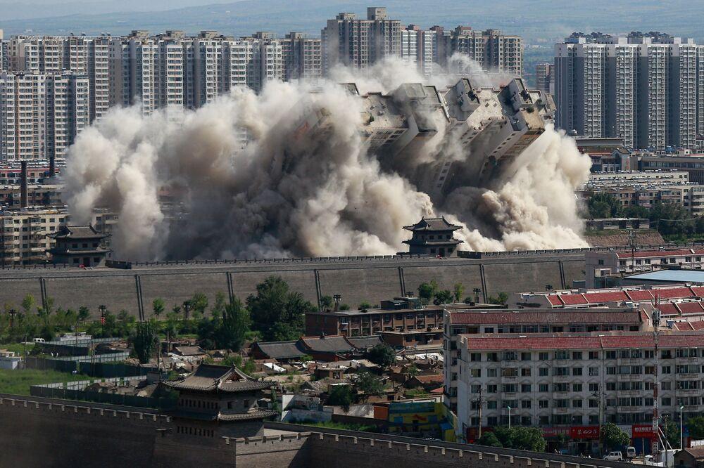 L'explosion contrôlée d'un immeuble dans la province chinoise de Shanxi