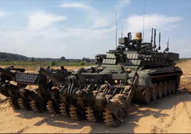 Le Prokhod-1, véhicule lourd de déminage robotisé