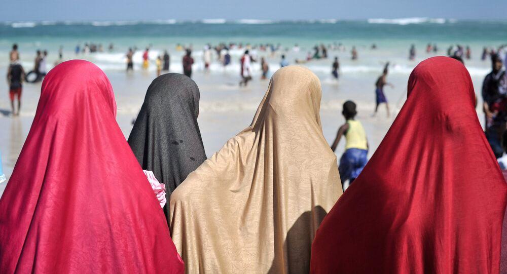 Les internautes critiques les policiers qui font retirer aux musulmanes le burkini