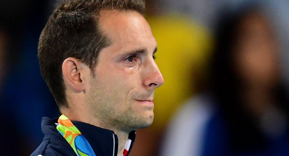 Renaud Lavillenie pleure
