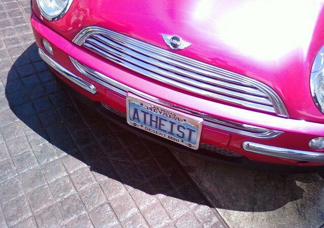 plaque d'immatriculation athée