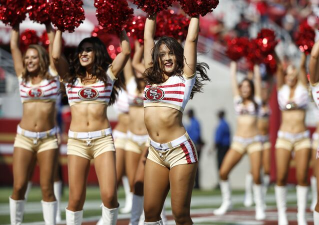 Des pom-pom girls lors de la demi-finale de la National Football League contre les Texans de Houston en Californie
