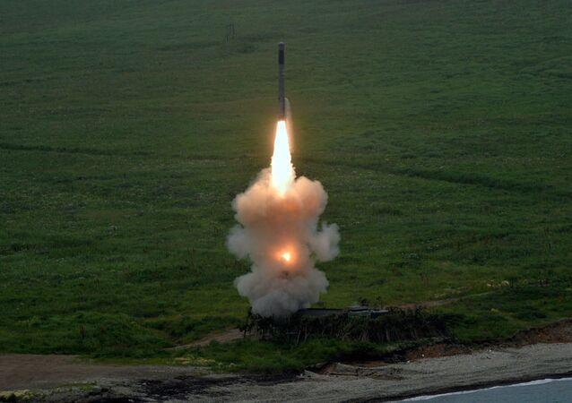 Un missile tiré depuis le système Bastion
