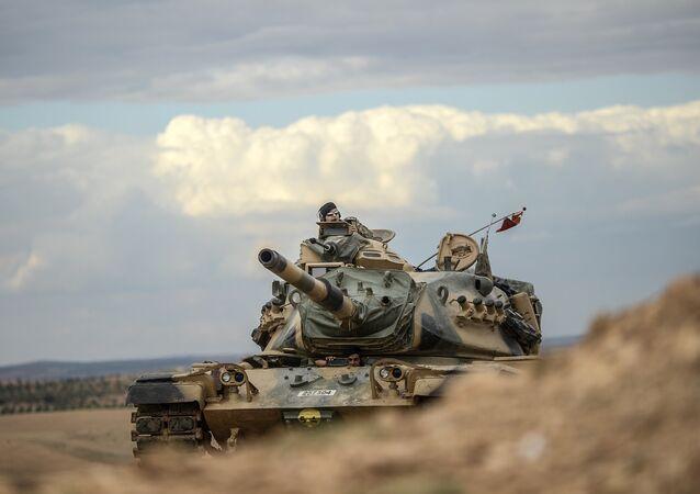 Des chars turcs près de la frontière syrienne (archive photo)