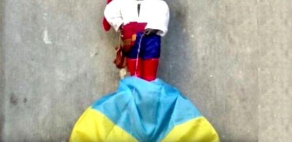 Le Manneken-Pis, la plus célèbre statue bruxelloise, a revêtu un costume de cosaque - Sputnik France