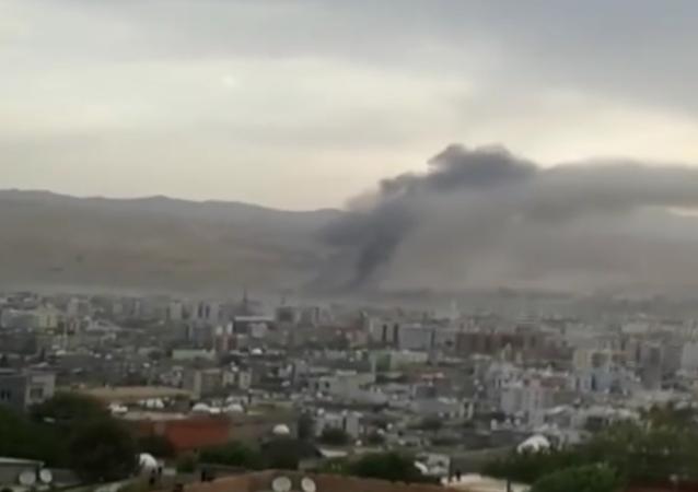 Un poste de police turc détruit par une explosion (vidéo)
