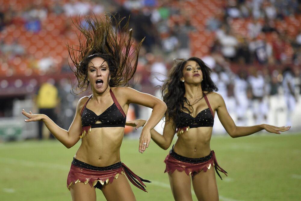 Les cheerleaders de l'équipe des Washington Redskins lors d'un match de football américain (NFL) contre les New York Jets à Landover dans l'Etat de Maryland.