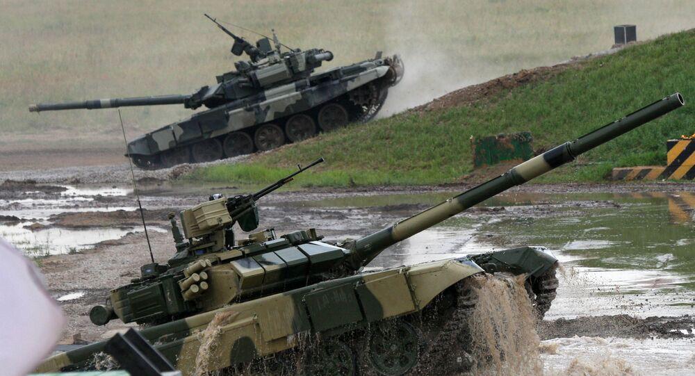 Des chars T-90 durant des exercices militaires