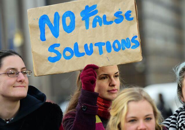 Des manifestants protestent contre le Traité TTIP