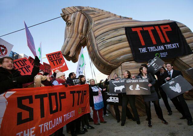 La manifestation contre le TTIP