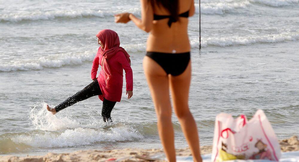 Les Britanniques opposés à la burqa et au burkini