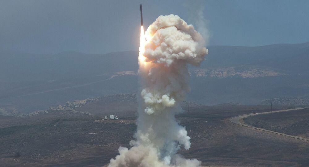 Le lancement du missile-intercepteur Ground-based Midcourse Defense (GMD), le 22 juin 2014