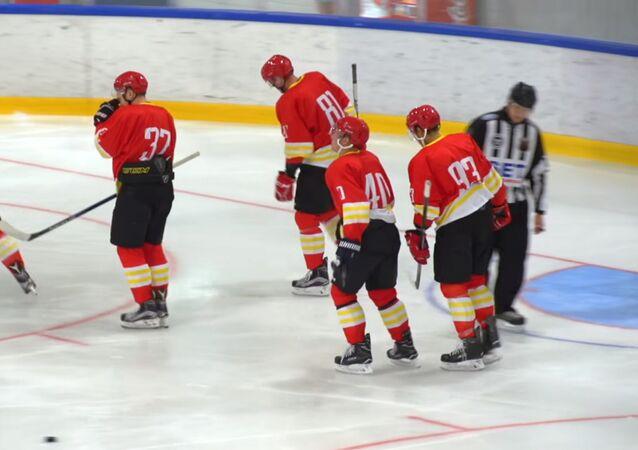 Le club chinois Kunlun Red Star dans un match contre le club russe Amur