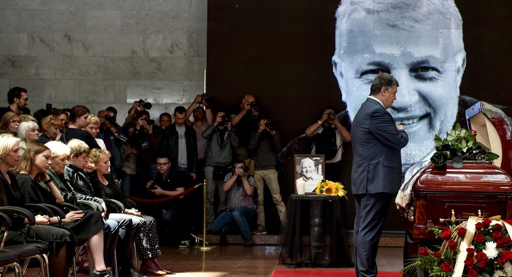 Le président ukrainien Piotr Porochenko lors de la cérémonie d'adieu au journaliste Pavel Cheremet